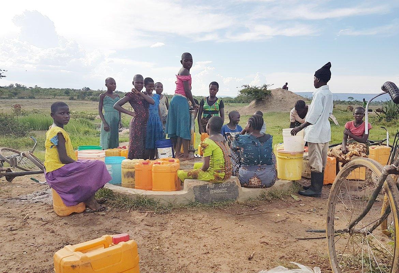 c06-children-at-a-well-tanzania